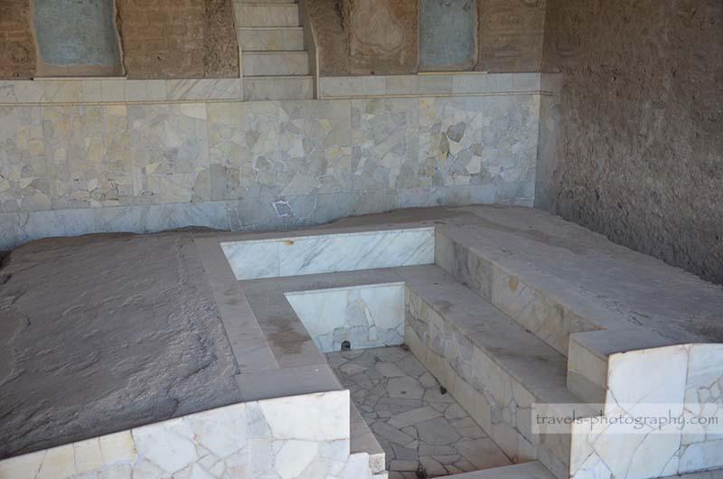 Antikes Bad - Reisefotografie aus der historischen Stadt Pompeij in Italien