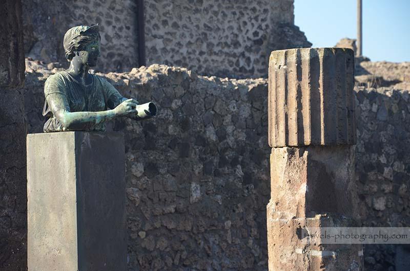 Antike Statue - Reisefotografie aus der historischen Stadt Pompeij in Italien - Travel Photography