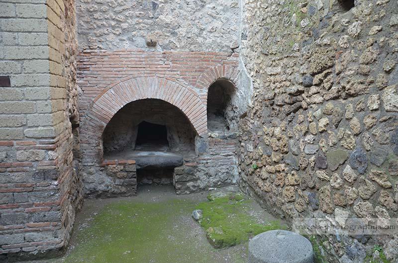 Antiker Ofen - Reisefotografie aus der historischen Stadt Pompeij in Italien - Travel Photography